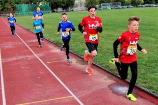 Der 11-jährige Linus Schopf verbesserte sich im 800m-Finale auf 2:38,44 min. und holte sich damit souverän den Titel in der M12. Foto: nh