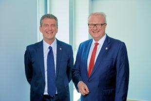 Hessens Finanzminister Dr. Thomas Schäfer (re.) und sein Finanzstaatssekretär Worms. Foto: © Frank Widmann   HMdF