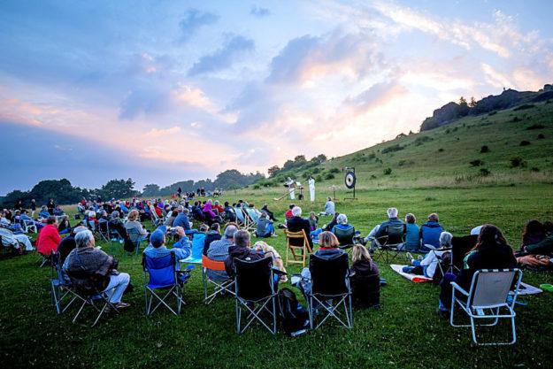 Kultursommer Nordhessen: Sonnenaufgangskonzert am 09.07.2017 auf dem Dörnberg mit dem Duo Querhorn. Foto: Heiko Meyer