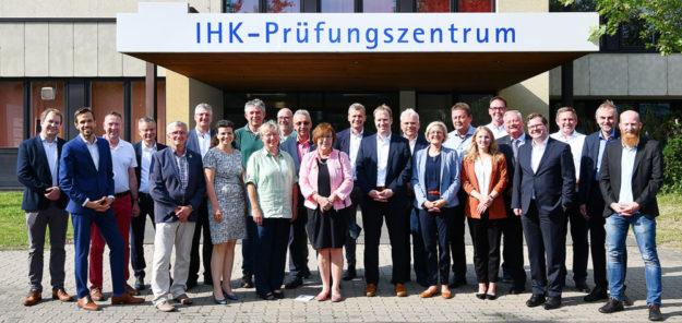 Fototermin zur konstituierenden Sitzung des Ausschusses für den ländlichen Raum und Tourismus. Foto: IHK