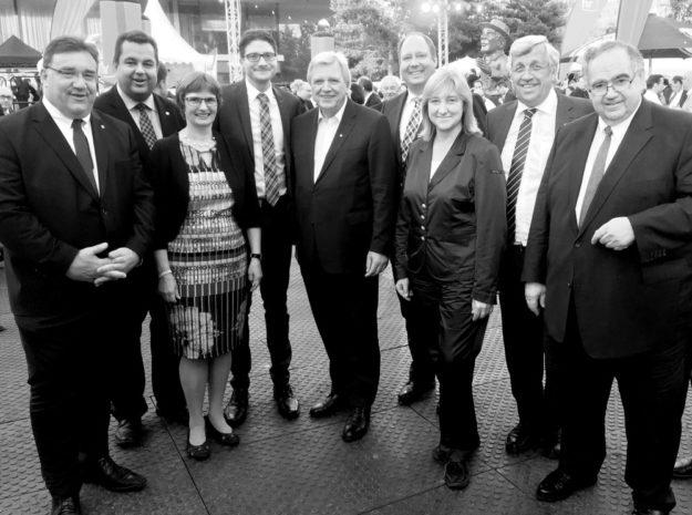 Dr. Walter Lübcke mit den Spitzen der nordhessischen Union und dem hessischen Ministerpräsidenten Volker Bouffier sowie Kanzleramtsminister Helge Braun beim Hessenfest in Berlin. Foto: CDU