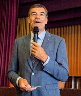 Bürgermeister Hartmut Spogat als Hausherr der Stadthalle begrüßte die Gäste im Namen der städtischen Gremien. Foto: nh