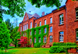 Die Bundespräsident Theodor Heuss Schule (BTHS) in Homberg, Efze. Foto: Schmidtkunz