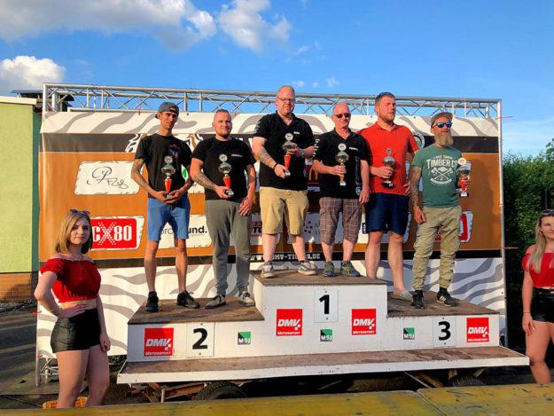 Siegerehrung in Diedenbergen (v.li.): Joachim Martens/Des Vanzonhoven, Maximilian Klaas/Ronald Hein, Fabian Müller/Peter Meuerer. Foto: Gespannteam Klaas