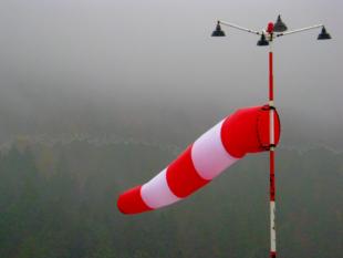 Wetterfahne am Hubschrauberlandeplatz. Foto: Schmidtkunz