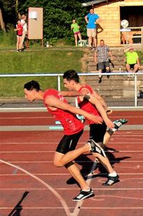 Im 100m-Lauf der U20 holte sich Yannick Schleider den Sieg mit einem knappen Vorsprung. Foto: nh
