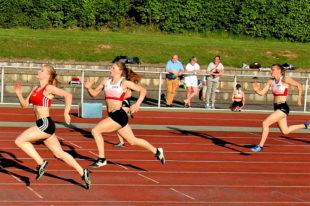 Im 100m-Lauf setzte sich Leonie Frank (Kassel, 12,88) vor Nele Schmoll (13,03) durch. Foto: nh