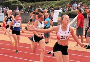 In großartiger Form präsentierte sich auch Nele Schmoll. Die 15-Jährige holte sich den Sieg und blieb mit 12,87 Sekunden zum ersten Mal unter 13 Sekunden. Foto: nh