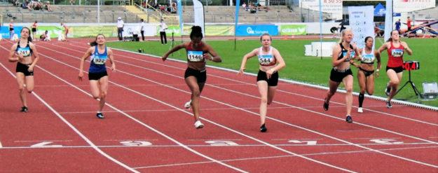 Kurz vor dem Ziel war das 100m-Finale der W15 noch nicht entschieden. Foto: nh