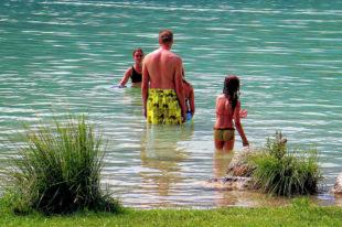 Für erfrischende Tage am Wasser kommt der Urlaub gerade recht. Kultusminister Lorz wünscht allen Eltern, Schülern und Lehrern erholsame Sommerferien. Foto: Manfred A. Zimmer | Pixabay