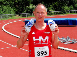 Senior Bernd Gabel konnte in Hünfeld die Quali über 300 m Hürden nach 55,92 Sekunden abhaken. Foto: nh