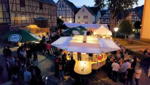 Beim Radspaß im Rotkäppchenland bietet sich Ende Juli ein Abstecher auf das Sommer- & Weinfest in Schwarzenborn an. Foto: nh