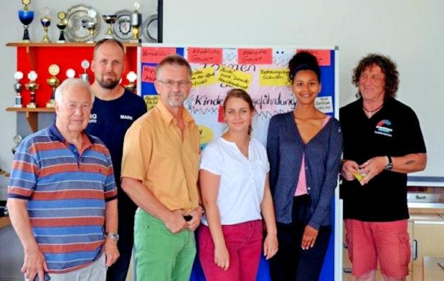 Teilnehmer der Fortbildung mit ihrem Referenten Lothar Braun (re.). Foto: Nohl