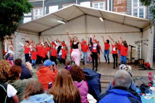 Das Tanzcentrum Contrust beim Johannisfest. Foto: nh