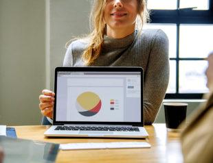 Online, vernetzt, analytisch – das kostenlose Online-Portal der IHKs und HWKs bringt Dynamik ins Gründergeschehen. Foto: rawpixel   pixabay