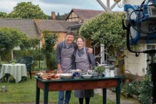 Dieter Voss und Katja Hack stehen für das »Herrliche Hessen« vor der Kamera. © HR