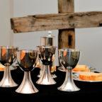 Die Geschichte vom »Großen Abendmahl« als ein Sinnbild für das Reich Gottes, in das alle eingeladen sind, wird in Hausen thematisiert. Foto: congerdesign | Pixabay