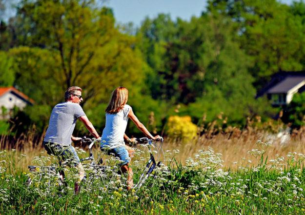Auf einer Radtour durchs Rotkäppchenland kann man den Alltag getrost hinter sich lassen. Foto: Mabel Amber | Pixabay