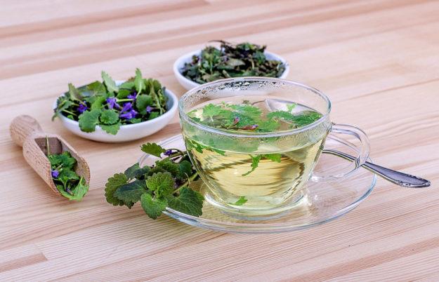 Tees gehören zu den häufigsten Anwendungen von Kräutern. Foto: scym | Pixabay