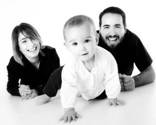 Da freut sich die Familie. Ab 1. Juli hat sie monatlich 10 Euro mehr Kindergeld zur Verfügung. Foto: serrano 1004 | Pixabay