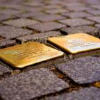 Neukirchen bekommt neue Stolpersteine zum Gedenken an Opfer des Nazi-Terrors. Foto: Hans Braxmeier | Pixabay