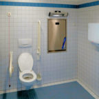 So sieht ein behindertengerecht ausgebautes WC aus. Foto: Lanz-Andy | Pixabay