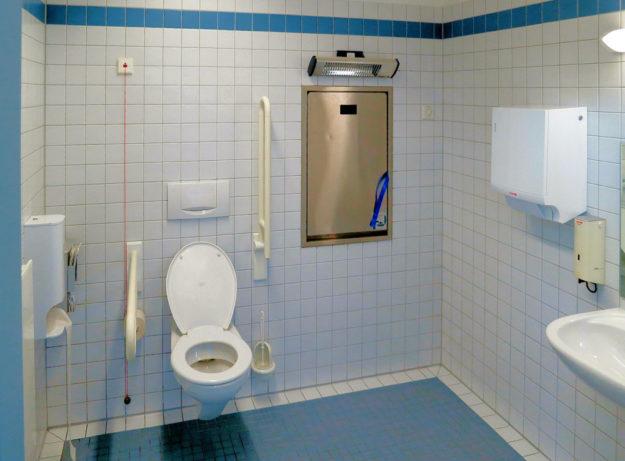 So sieht ein behindertengerecht ausgebautes WC aus. Foto: Lanz-Andy   Pixabay