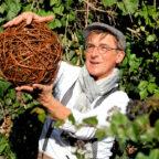 Auf Burgruine Wallenstein nimmt Stefan Becker sein Publikum mit auf eine aufschlussreiche und unterhaltsame Exkursion ins Grüne. Foto: Kultursommer