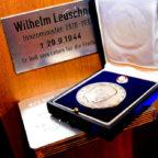 Posthume Ehrung: Dr. Walter Lübcke erhält die Wilhelm Leuschner-Medaille. Foto: © Hessische Staatskanzlei | Sabrina Feige