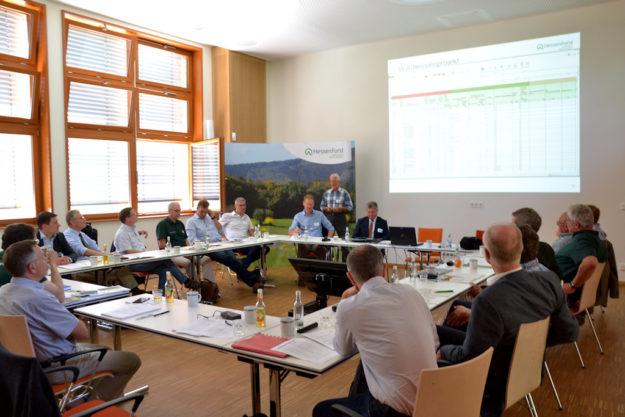 Die Teilnehmenden am Staatswaldforum 2019 im Forstlichen Bildungszentrum in Weilburg. Foto: M. Sundermann | HessenForst