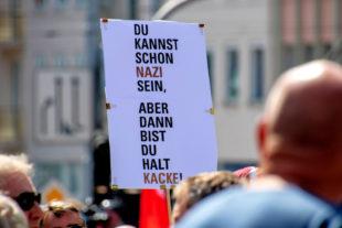Zusammen mit einem Bündnis von 75 Vereinen und Organisationen kamen rund 15.000 Menschen nach Kassel, um gegen einen Aufmarsch von Nazis zu demonstrieren. Foto: Andreas Gangl   Fototeam Ver.di Hessen