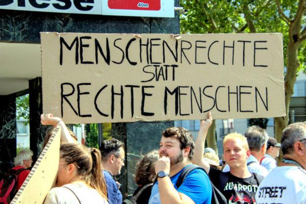 Ein Plakat, das Bände spricht.  Foto: Andreas Gangl | Fototeam Ver.di Hessen