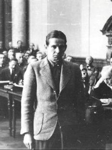 Egbert Hayessen vor Gericht. Am 15. August 1944 wird er vor dem Volksgerichtshof durch Roland Freisler zum Tode verurteilt. Quelle: Gedenkstätte Deutscher Widerstand, Berlin