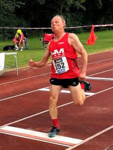 Bernd Gabel musste im Weitsprung mt 4,28 Meter schon vorzeitig die Segel streichen. Kam aber über die Hürden und den Stabhoch in den Endkampf. Foto: nh