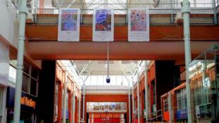 Der Ausstellungsort im Einkaufszentrum Angel Place ließ den Arbeiten der Künstler die ihnen gebührende Aufmerksamkeit zukommen. Foto: Andrè Grabczynski