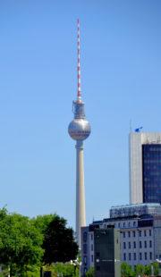 Der Berliner Fernsehturm ist mit 368 Metern das höchste Bauwerk Deutschlands sowie der vierthöchste Fernsehturm Europas (Wikipedia). Foto: Gerald Schmidtkunz