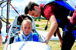 Einsteigen, Gurte anlegen und mit einem erfahrenen Piloten abheben. Foto: Pudenz
