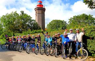 Die Radtour zum Leuchtturm auf Dahme ist eine der vielfältigen Freizeitmöglichkeiten im Feriencamp an der Ostsee. Foto: Jugend- & Freizeiteinrichtungen