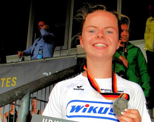 Der bisher größte Erfolg in ihrer knapp zweijährigen Laufbahn - deutsche Vizemeisterin über 300 m. Foto: nh