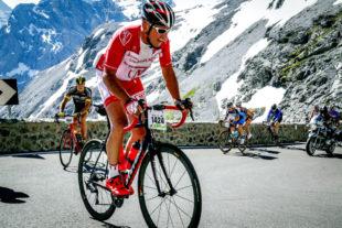 Dieter Vaupel auf dem Weg zur Passhöhe des Stilfser Jochs. Eine der 48 Kehren ist wieder geschafft. Foto: sportograf