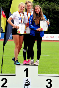 Drei strahlende Athletinnen - Silber für Vivian Groppe, Gold für Maja Schorr und Bronze für Lena Leege. Foto: nh