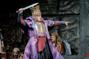 König Nebukadnezar – Nabucco in der Oper (gesungen von Andrij Shkurhan) – unterwarf 597 v. Chr. das Volk Israel und führte es in babylonische Gefangenschaft. Foto: Frank Peter | nh