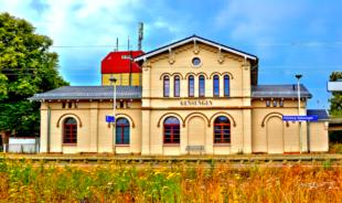 Der Alte Bahnhof in Gensungen wurde von der Stadt Felsberg gekauft und saniert. Foto: ©Gerald Schmidtkunz