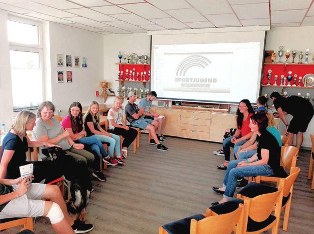 Erste Ideen für ein Sommerprogramm 2020 wurden im Gesprächskreis gesammelt. Foto: nh