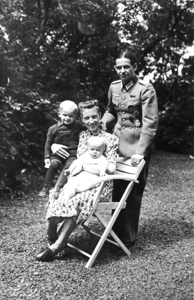 Egbert Hayessen beim letzten Besuch im Juni 1944 bei seiner Familie auf dem Mittelhof bei Gensungen. Quelle: Privatbesitz, Hans-Hayo Hayessen