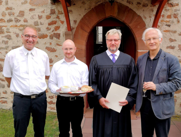 Prädikant Paul Gerhard Jäckel, Pfarrer Björn Schwabe, Prädikant Jörg Koester und Dekan Christian Wachter (v. li.). Foto: nh