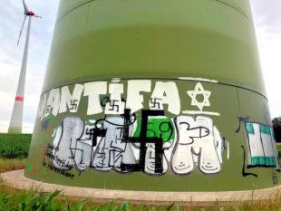Hakenkreuze auf Antifa – jetzt ermittelt die Kriminalpolizei. Foto: Polizei