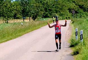 Michael Rommel vom TuSpo Borken legt beim Fehmarn-Marathon einen wahren Traumlauf hin. Foto: nh