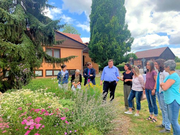 Gemeinsam angelegte Gärten fördern nicht nur den Erhalt von Pflanzenarten, sondern stärken auch die dörfliche Gemeinschaft. Foto: nh