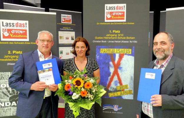 Vizelandrat Jürgen Kaufmann, Frau Dr. Christine Sperlich und Fachbereichsleiter für Gebäudewirtschaft Jens Becker (v.li.). Foto: nh